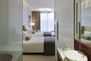 Intérieur de la chambre Deluxe (lits jumeaux)
