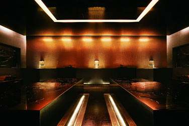 Les salles de soin aux éclairages tamisés et au décor minimaliste... Entrez dans un tout autre univers