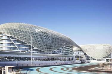 Bienvenue à l'hôtel Yas Viceroy à Abu Dhabi ! Situé sur Yas Island, cet hôtel vous étonnera à plus d'un égard...