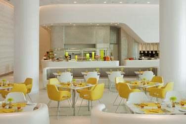 Le restaurant Origins sert une cuisine locale et internationale sous forme de buffet...
