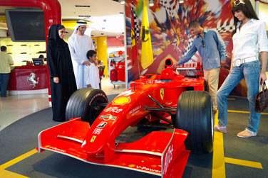 Amateur de voiture et de vitesse, c'est au parc d'attraction Ferrari World Abu Dhabi qu'il faut aller !