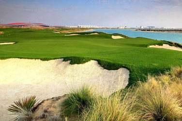 Amateur de golf ? Venez tester votre green sur le parcours 18 trous de Yas Island