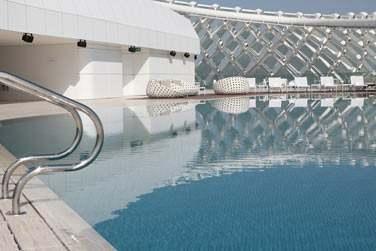 Venez faire un petit plongeon dans la piscine tout en admirant la vue panoramique