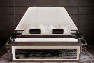 Le lit au désign original et épuré de la Suite Marina