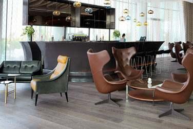 Le Yas Lounge, situé à la réception, propose une grande sélection de pâtisseries