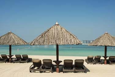 L'hôtel est situé en bordure de la plage de Jumeirah... Un endroit idéal pour bronzer ou s'adonner aux sports nautiques