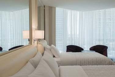 La chambre Club vue ville avec deux lits queen size