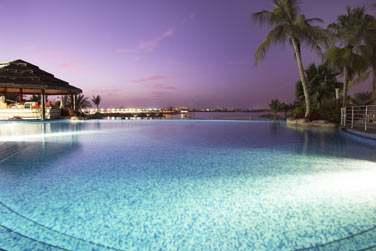 Le soir venu, l'hôtel se transforme en un lieu romantique... Les couchers de soleil sont sublimes