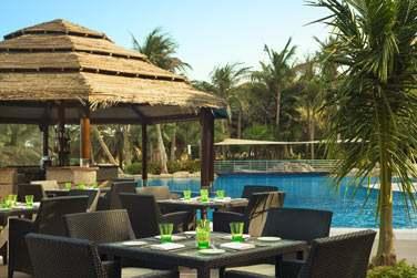 Le restaurant Horizon pour déguster en-cas et cocktails au bord de la piscine