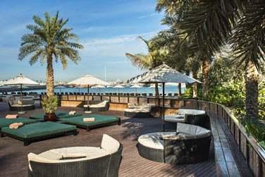 Les espaces lounge du Barasti pour profiter de moments de détente au soleil