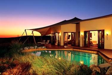 Extérieur de la Suite Royale avec piscine privée