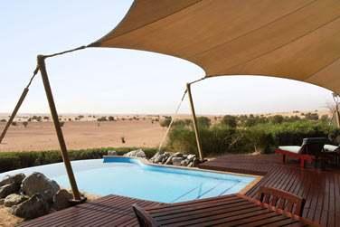 La terrasse avec piscine privée de la Suite Bédouin