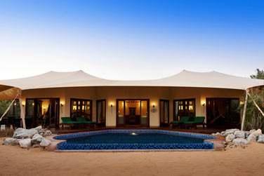 Extérieur de la Suite Royale avec terrasse et piscine privées