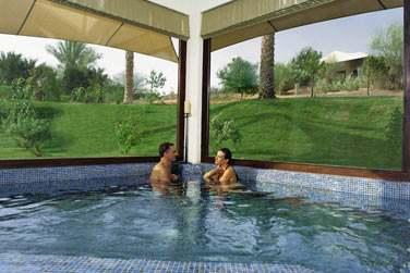 Le spa possède un bain à remous où vous pourrez venir vous détendre dans un cadre idyllique