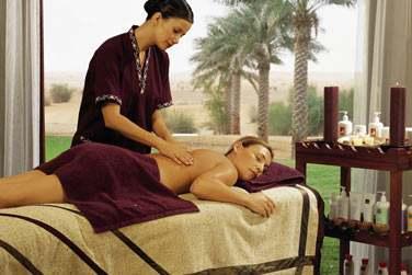 Le Spa propose toute une gamme de soins et traitements utilisant les pratiques du Moyen-Orient et du sud-est asiatique