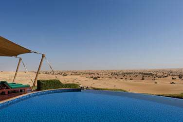 La piscine privée de la Suite présidentielle offrant une vue imprenable sur le désert