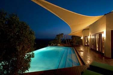 La terrasse de la Suite Emirates et sa grande piscine privée