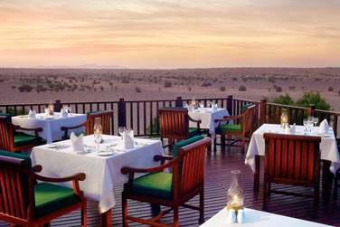 Le restaurant Al Diwaan surplombant le désert