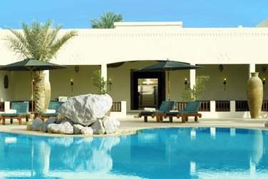 Au coeur de l'hôtel, venez plonger dans la piscine et vous rafraîchir