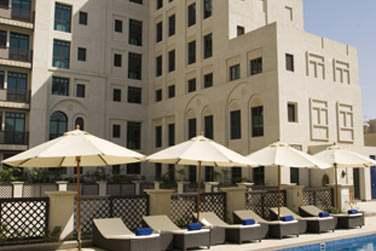 Pour vous détendre et vous reposer après une journée bien remplie, plongez dans la piscine de l'hôtel