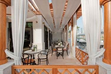 Le Boulevard Café, à l'esprit très parisien est l'endroit parfait pour prendre un verre ou un croissant