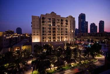 L'hôtel est idéalement situé à quelques minutes à pied de Dubaï Mall et de Burj Khalifa