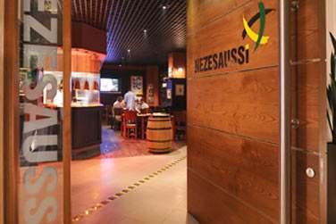 Rendez-vous au Nezesaussi pour des spécialités de grillades et une ambiance conviviale devant une rediffusion sportive