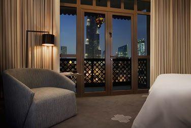 La Suite Deluxe Burj View avec un balcon donnant sur la Burj Khalifa