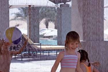 L'hôtel Bab Al Shams est aussi un paradis pour les enfants : mini-club, piscine dédiée