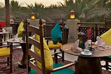 Al Shurouq Rooftop Terrace pour des en-cas et repas légers en plein air