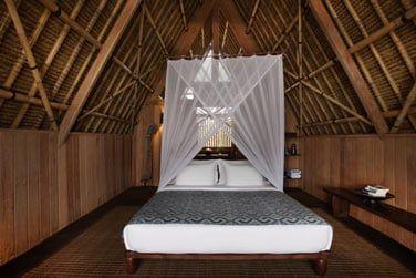 Les bungalows disposent d'un grand lit king size avec moustiquaire