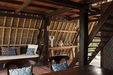 Le coin salon, donnant sur la terrasse est semi-ouvert