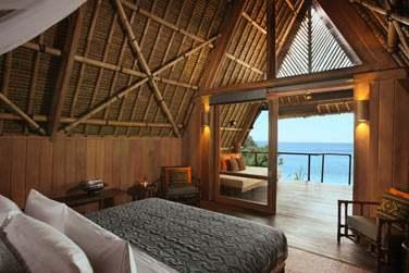 Les chambres, faites de bois et bambou, sont charmantes