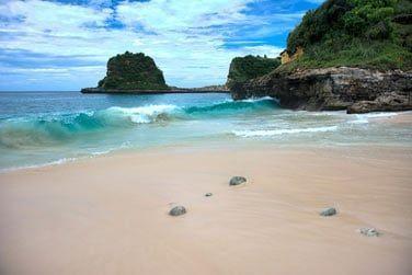 Ce petit lodge situé en bordure d'une plage totalement préservée