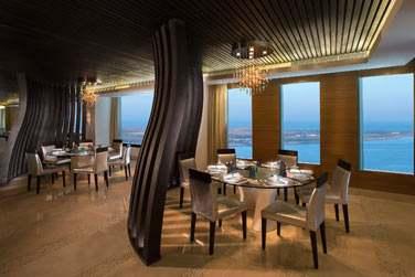 Le restaurant La Mer offre une vue splendide sur le golfe Persique et Lulu Island