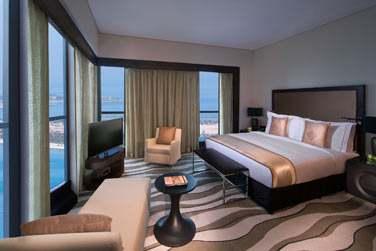 La Suite Impériale, spacieuse, moderne et élégante et offrant une très belle vue sur la mer