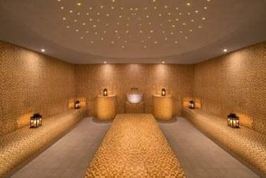 Le hammam du So Spa est impressionnant par sa taille et son décor