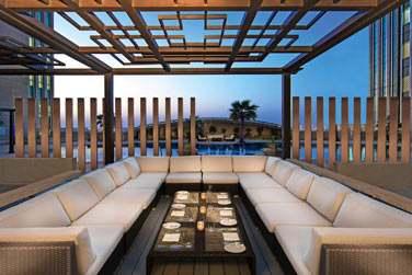 Près de la piscine se trouve le Chill'O, un endroit pour prendre un verre, un en-cas ou déjeuner