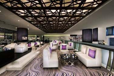 Un décor contemporain très moderne et des couleurs très contrastées !