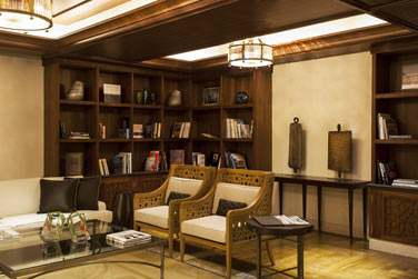 La bibliothèque de l'hôtel, espace de détente