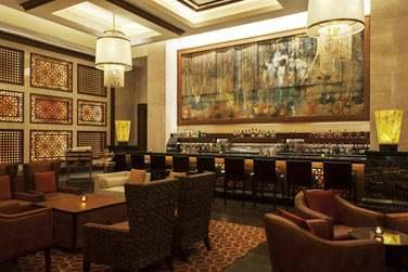 C'est au Manhattan Lounge que vous pourrez commander le célèbre Bloody Mary, cocktail Signature de la marque St. Regis