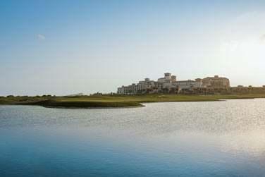 Ce luxueux hôtel se situe sur l'île de Saadiyat à Abu Dhabi
