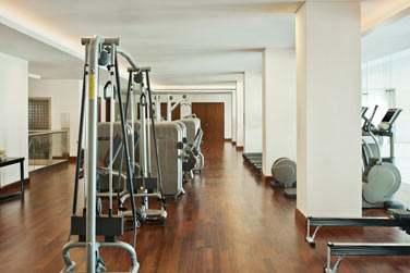 Rendez-vous à la salle de sport de l'hôtel pour une séance de fitness