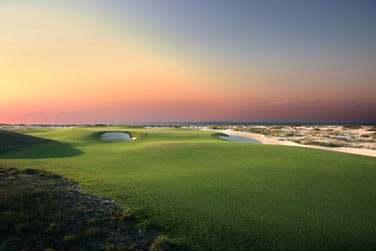 Le parcours de golf Saadiyat Beach Golf Club est attenant à l'hôtel
