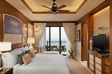 La chambre Supérieure vue mer avec balcon offrant une vue imprenable...