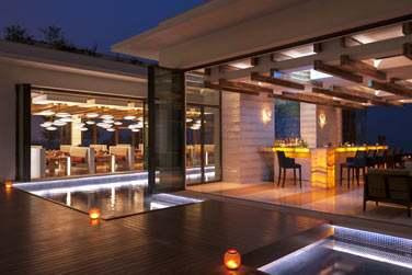 Le restaurant Sontaya surplombe la plage et offre une vue imprenable sur le golfe d'Arabie