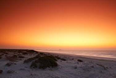 Les couchers du soleil sont splendides sur la mer d'Arabie