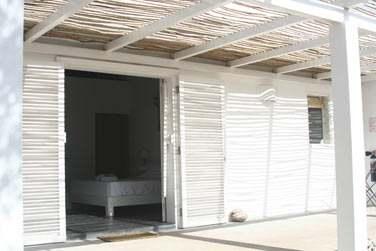 La chambre standard et sa petite terrasse