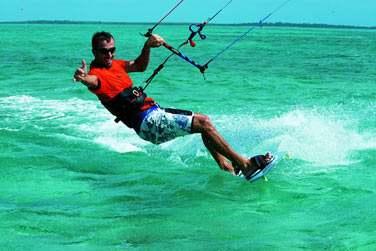 Anse Mourouk est également un spot très réputé de kitesurf ! Profitez-en pour vous initier ou vous perfectionner !