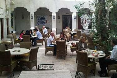 Ouvert toute la journée, XVA Café propose une cuisine végétarienne à base de produits frais locaux